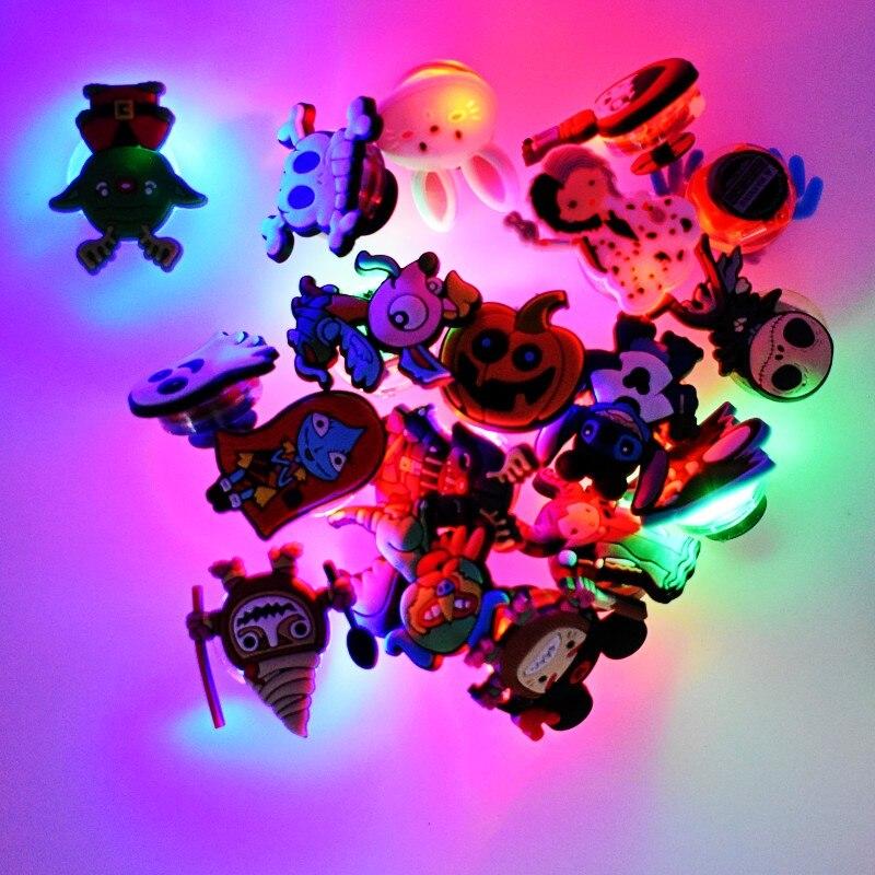 100 pièces vous avez sélectionné LED lueur sandale charmes bande dessinée imprimé boutons Fit sandales trou éclairage chaussure ornements
