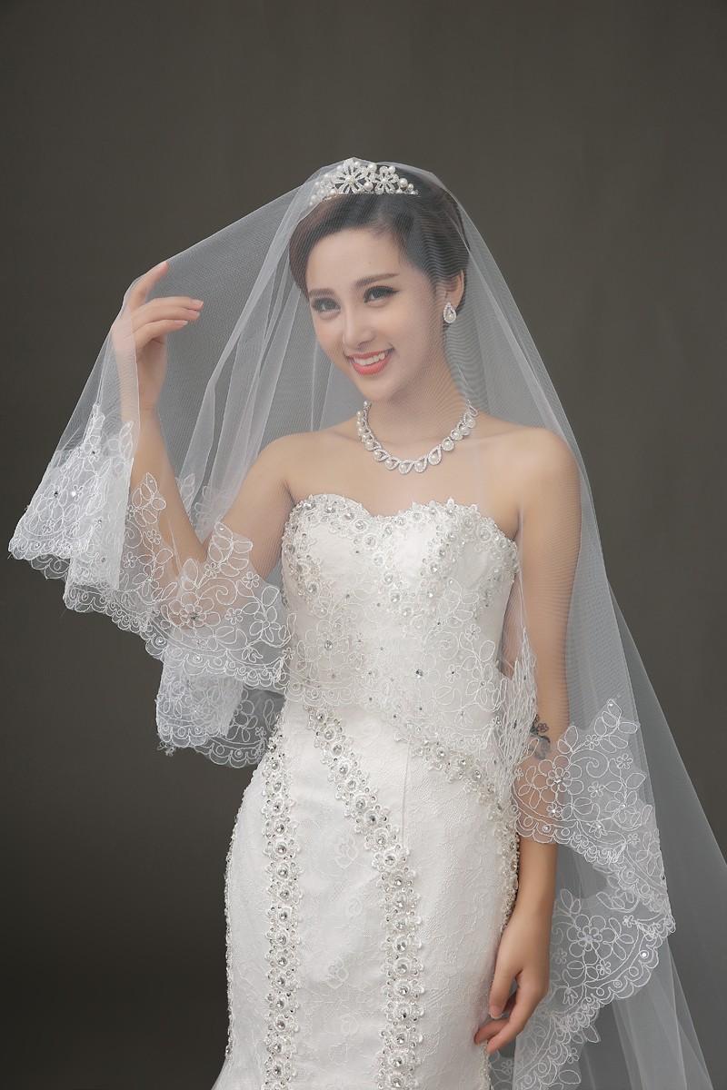 Lace Edge Long Wedding Veil 3