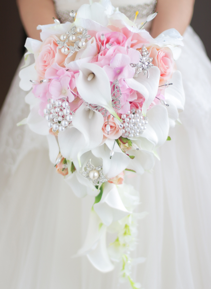 Iffo simulation roses calla lilies diamond studded flowers pearls iffo simulation roses calla lilies diamond studded flowers pearls butterfly bridal bouquet white pink wedding accessories in wedding bouquets from mightylinksfo