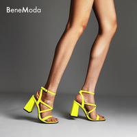 Yellow thick with sexy A word with open toed diamond In the summer of 2019 New women's sandalsWith the round head high