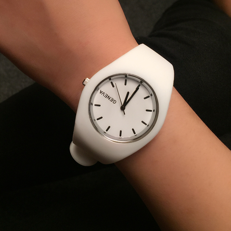 Fashion Women Watch Super Soft Silicone Strap Girls Sport Quartz Watch Geneva Brand Clock Female Casual Analog Wrist Watches