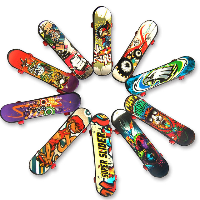 1 Pc Plastik Mini Jari Skateboard Fingerboard Mainan Jari Skuter Skate Boarding Chic Klasik Permainan Anak Laki-laki Meja Mainan Mini