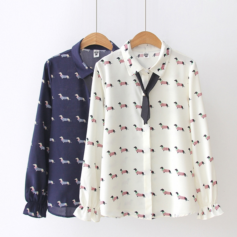 Estampado de Teckel para mujer, Camisa de gasa para mujer, estilo pijo, cuello vuelto, pajarita, manga acampanada, T83701