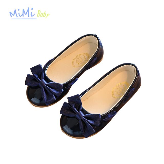 Baby girl princesa shoes lace butterfly-nudo adorno 2017 nuevo cuero de patente de diseño del bebé shoes slip-on de alta grado de antideslizante