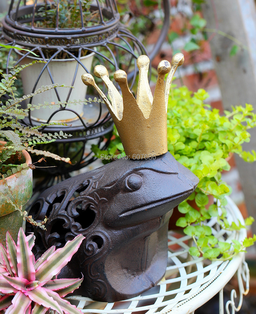 Rustic garden ornaments - Cast Iron Frog Prince Charming Brown Rustic King Toad With Golden Crown Statue Paperweight Country Garden Decor Free Shipping