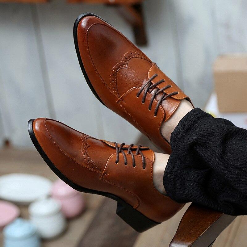 8759ea46317 Envío gratis top moda Hombres de Cuero Zapatos Casuales Los Pies En punta  Estilista de Corea populares masculinos Zapatos de cuero de lujo 38 43 en  Pisos de ...