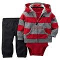 Moda Estilo 3 pcs (Long-sleeved Listrado Pockets Com Capuz Zipper Casaco + Romper + Calça Vermelha Sólida) Roupas de bebê Menino 2017 Novo Personagem