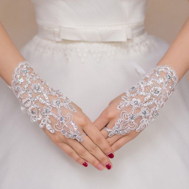 Short Bridal Gloves Fingerless White Red Ivory Three Colors  Cheap Accessories Women Wedding Lace Fingerless Gloves