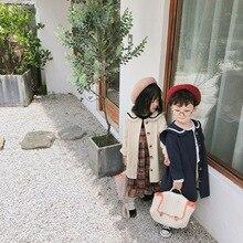 Длинный Тренч в Корейском стиле для мальчиков и девочек с матросским воротником; осеннее детское однотонное Свободное длинное пальто; верхняя одежда; 1-6Y