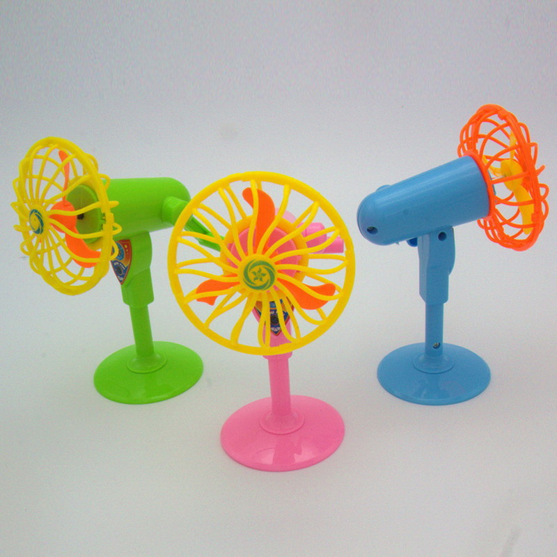1 Pcs Cute Mechanical Fan Toys Classic Kids Play House Toys Doll Accessories Random Color