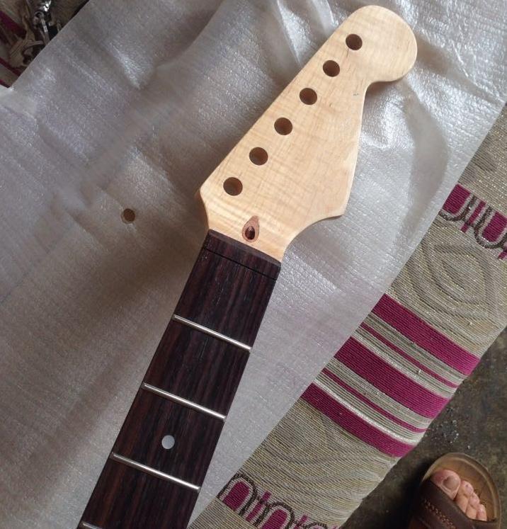 22 fret tiger flame maple wood color electric guitar neck wholesale guitar parts guitarra