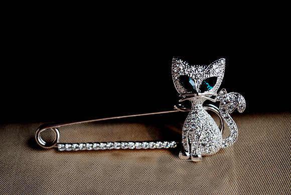 2016 Kristal Bros kerah pin Pin Aksesoris Kitten Hijau Wanita Pernikahan jilbab pin Perhiasan