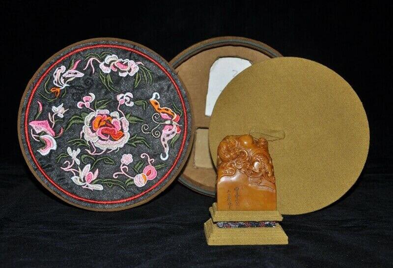 Decorazione di cerimonia nuziale Naturale Tianhuang Shoushan Pietra Pixiu bestia Testo Seal timbro sigillo Scatola di legno setDecorazione di cerimonia nuziale Naturale Tianhuang Shoushan Pietra Pixiu bestia Testo Seal timbro sigillo Scatola di legno set