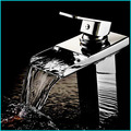 Водопад  для раковины  горячей и холодной воды  смеситель и кран  на бортике  с одним отверстием  современный  керамический