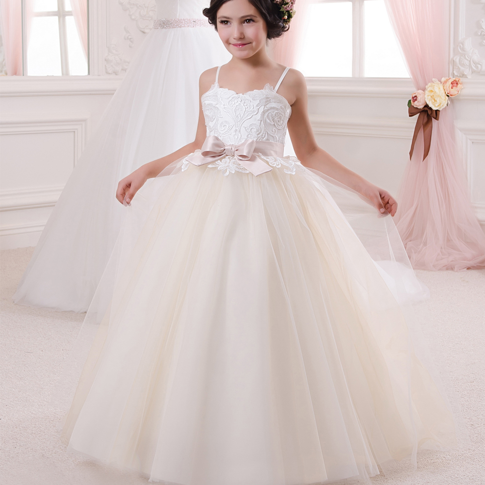 New Sweet First Comunion Dresses for Girls Lace Spaghetti Straps Sleeveless Ball Gown Robe De Communion Fille Blanche with Bow 4pcs new for ball uff bes m18mg noc80b s04g