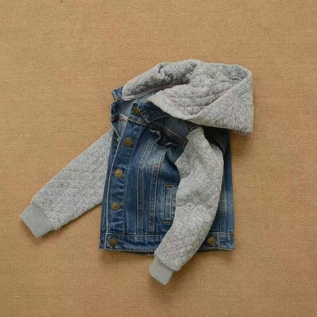 Осень Мальчиков Вязать капюшоном сплайсинга джинсовая куртка ковбой пальто детская Спортивная оптовая