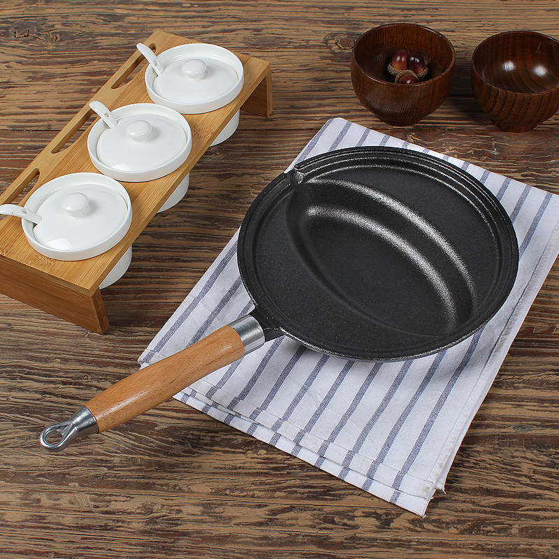 Cast Iron Omelette Frying Pan Uncoated Non-stick Egg Wrap Rice Cooker Mold Crepe Roll Maker With Wooden Handle For Gas Stove