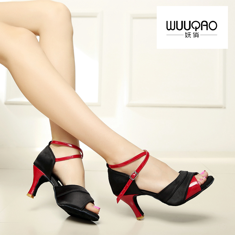 Nye Kvinder Latin Dance Sko Ballroom Tango Samba Salsa Satin / Læder Glitter Buckle Sko Til Kvinder Heel Of 5cm og 7cm