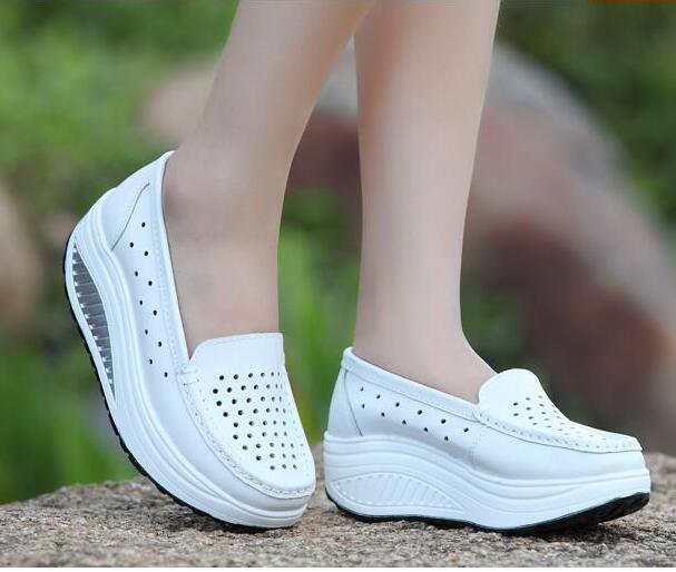 مضخات 2018 أحذية نسائية الصيف جلد طبيعي انقطاع تنفس الأحذية سوينغ الأحذية ممرضة بيضاء أسافين الأحذية الأم