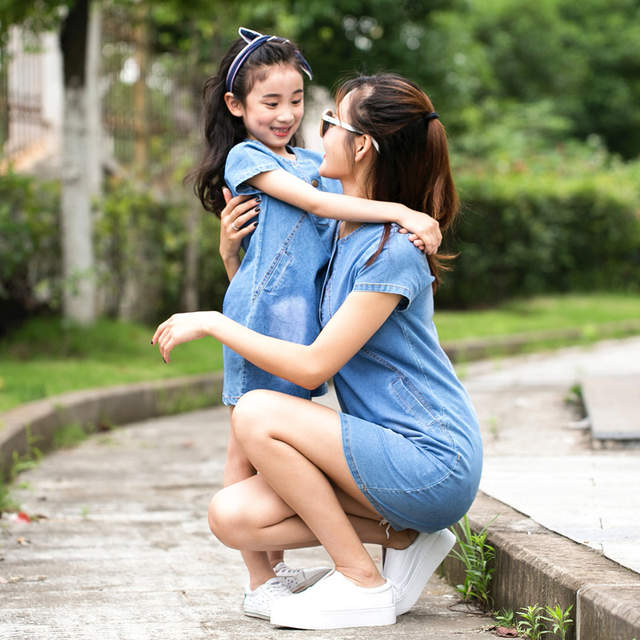 623e151da8d Summer Casual Mom Daughter Dress Family Matching Outfit Mother Daughter  Dresses Jeans Girl Denim Dress Mother