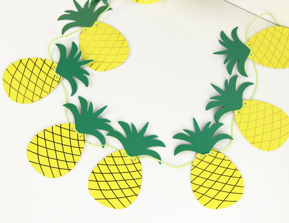 foil gold pineapple garland (1)