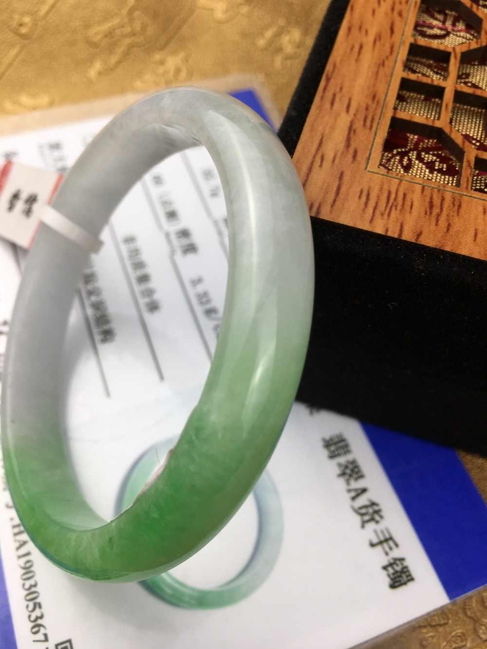 ส่งใบรับรองธรรมชาติ Jadeite สร้อยข้อมือ elegant สีเขียว 2 สี 54-61 มม. สร้อยข้อมือเครื่องประดับของขวัญ