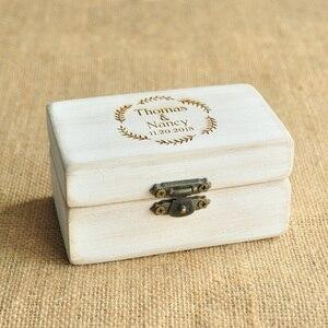 Image 3 - Spersonalizowane pudełko ślubne Retro białe rustykalne pierścień box pudełko na okaziciela pudełko na pierścionek zaręczynowy niestandardowe nazwy i data