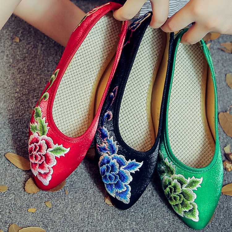 New Fashion Womens Canvas Flats Ladies Cheap Cow Muscle Flat Chinese Flower Embroidery Shoe Big Size Loafers Driving Shoes weowalk 5 colors chinese dragon embroidery women s old beijing shoes ladies casual cotton driving ballets flats big size 34 41
