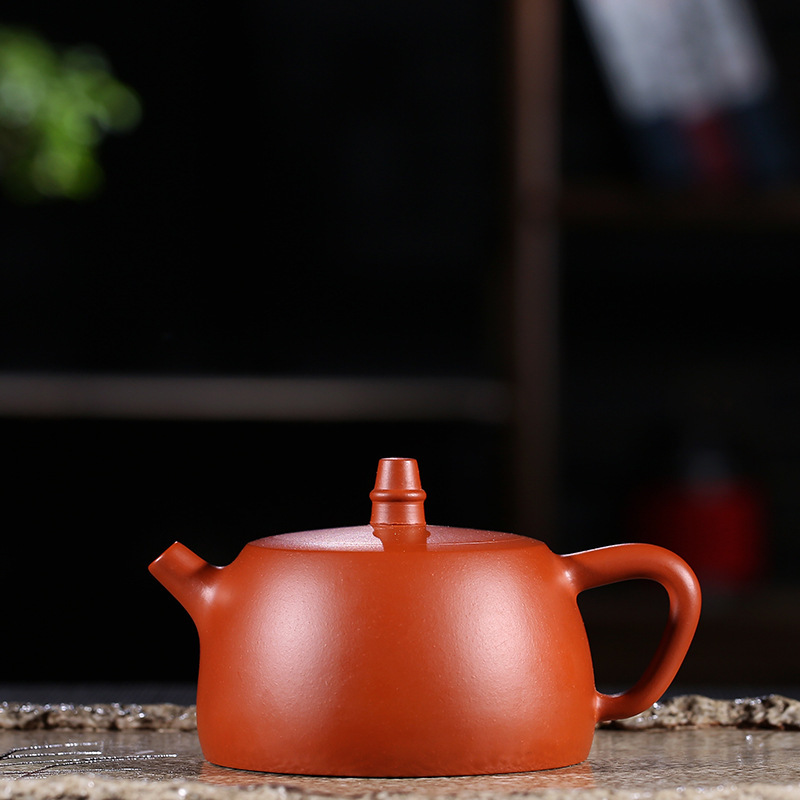 Dark-red Enameled Pottery Teapot Famous Full Manual Raw Ore Zhuni Hanfeng Pot Kungfu Online Teapot Tea Set Gift 190 MilliliterDark-red Enameled Pottery Teapot Famous Full Manual Raw Ore Zhuni Hanfeng Pot Kungfu Online Teapot Tea Set Gift 190 Milliliter