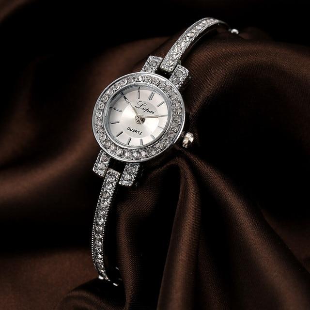 dd8b9ea100a LVPAI Senhoras Da Forma do Relógio Mulheres Rhinestone Crystal Rose Aço  Inoxidável Ouro Pequeno Relógio Analógico