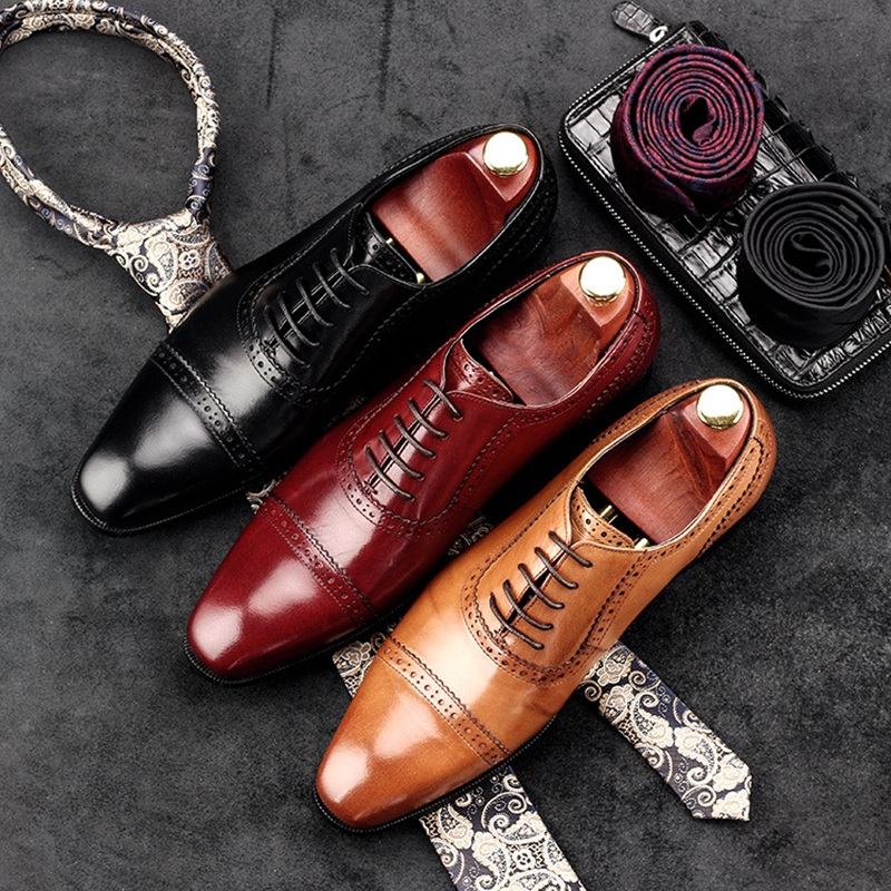 British Designer Man Formal Dress Shoes Vintage Genuine Leather Carved Oxfords Pointed Toe Men's Wedding Party Brogue Flats AC95 men s pu leather wedding flats new british men shoes fashion man pointed toe formal wedding shoes male dress shoes