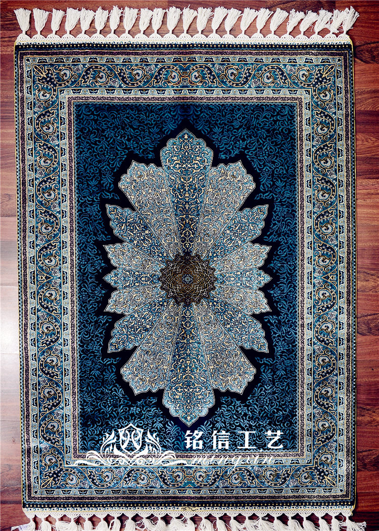 Design Hand Knotted Prayer Rug