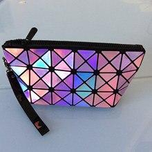 Фотография New fashion trend triangular geometric diamond lattice laser clutch women portable splicing rhombus mirror sequins folding bag