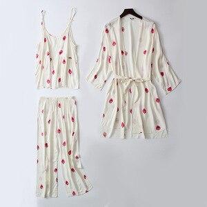 Image 1 - Daeyard uyku salonu 3 parça pamuk pijama setleri kadınlar beyaz çilek baskı pijama pijama sevimli pijama bahar ev takım elbise
