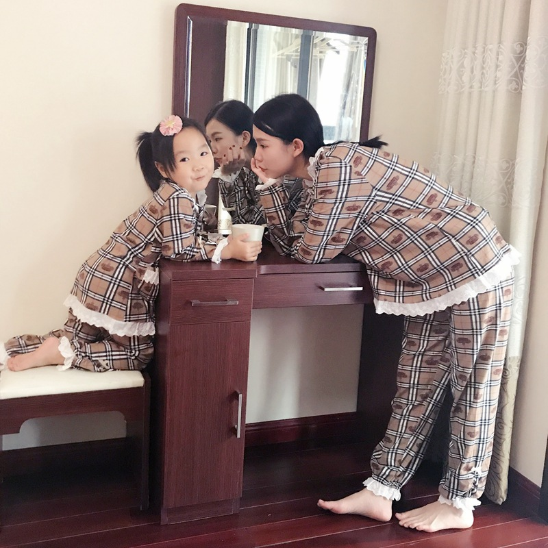 Mommy and Me Fashion Clothes Family Matching Pajamas 100% Cotton Christmas Family Pyjamas Nightwear Plaid Mom Daughter Clothing
