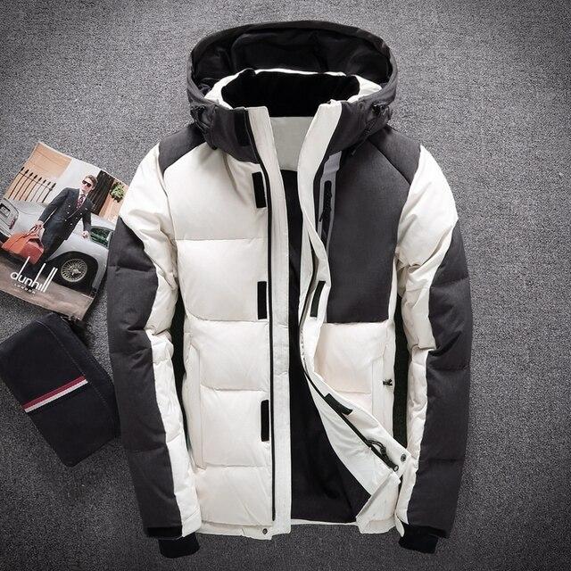Мужские с капюшоном Пуховики на гусином пуху человек Лоскутная толстый зимний Пуховое пальто мужской моды высокое качество выше Пальто для будущих мам Теплая верхняя одежда 8006