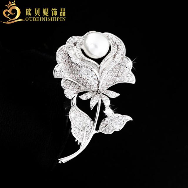 OBN Moda Elegante Cubic Zircon Micro Pavimentada Rose Flor Broche de Pérolas Broche de Strass Nupcial Do Casamento Jóias Para Mulheres Presente