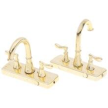 2 adet Dollhouse musluk simülasyon modeli mobilya oyuncaklar 1:12 Metal su dokunun musluk Dollhouse minyatür banyo aksesuarları