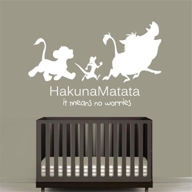 Etiqueta de la pared de dibujos animados vinilo pegatina cita Hakuna Matata Timon Pumba niños León guardería niños habitación decoración del hogar etiqueta de la pared D95