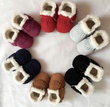 Nouveau style D'hiver avec des bottes de fourrure Véritable En Cuir Bébé filles chaussures à la main En Bas Âge dur sole premiers marcheurs bébé Chaussures En Daim