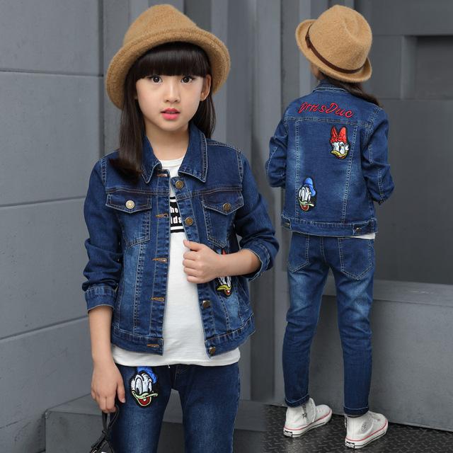 2017 primavera e no outono de moda clássico cowboy terno meninas das crianças botões de metal remendo dos desenhos animados animal patos de cowboy dois-peça