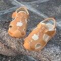 VENTA caliente Del Bebé Sandalias blancas 2017 Marca el Verano Capitán Niños Niñas Zapatos Niños de La Manera de Cuero Suave Sandalias Size21-26