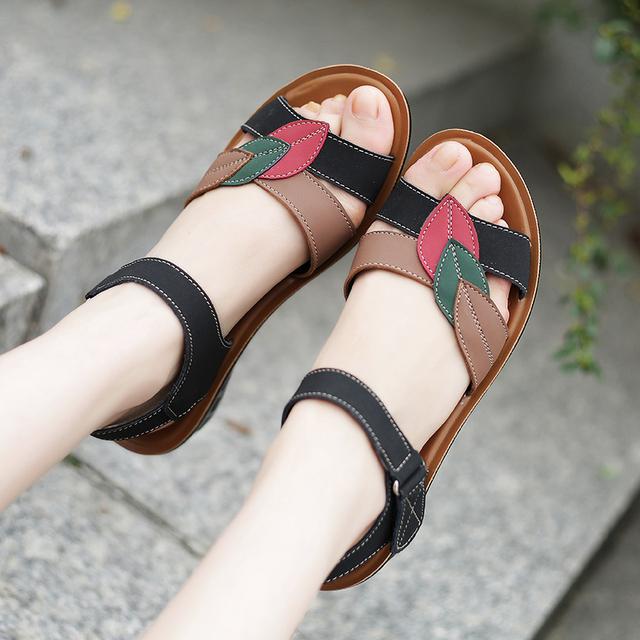 2016 verão novas sandálias flat moda mãe idosa deslizamento lazer selvagem sandálias sandálias confortáveis fundo macio Frete Grátis