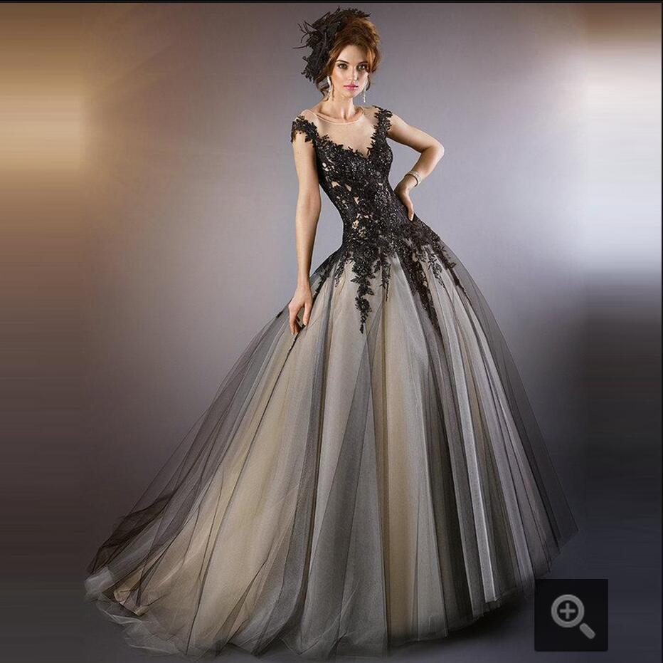 Негр в свадебном платье