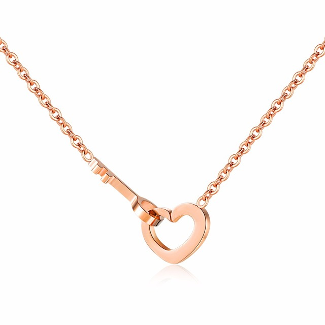 The fashion love of the key rose gold collarbone chain girl short