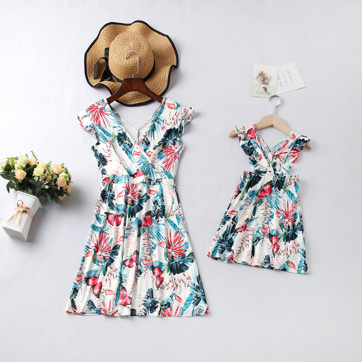 Ruffled V Neck Mother And Daughter Dresses Family Look Mommy And Me Clothes Mom Mum Baby Girls Dress Family Matching Outfits
