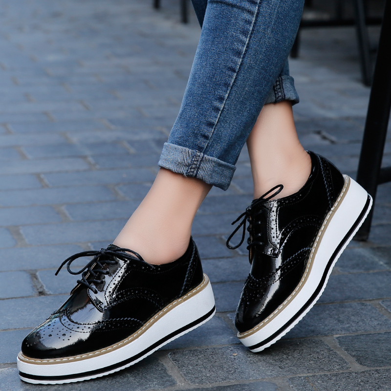 2017 Women Platform Oxford Brogue Patent Leather Flats Lace Up Shoes Pointed Toe Creepers Vintage luxury beige wine red Black qmn women genuine leather platform flats women lace cut glossy leather square toe brogue shoes woman lace up leisure shoes 34 39