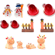 Cartoon Christmas Hat Snowman Fence Door Cow Miniature Figurine Home Decoration Statue Bonsai Ornaments Resin Craft Randomly(China)