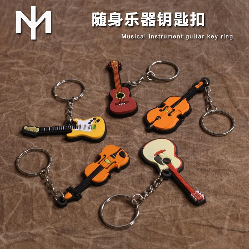 IM Souvenir Muziekinstrument Collectie Sleutelhanger Gitaar, Ukelele, Drum, Saxofoon, Piano, Viool, Cello, Mandoline, Sleutelhanger