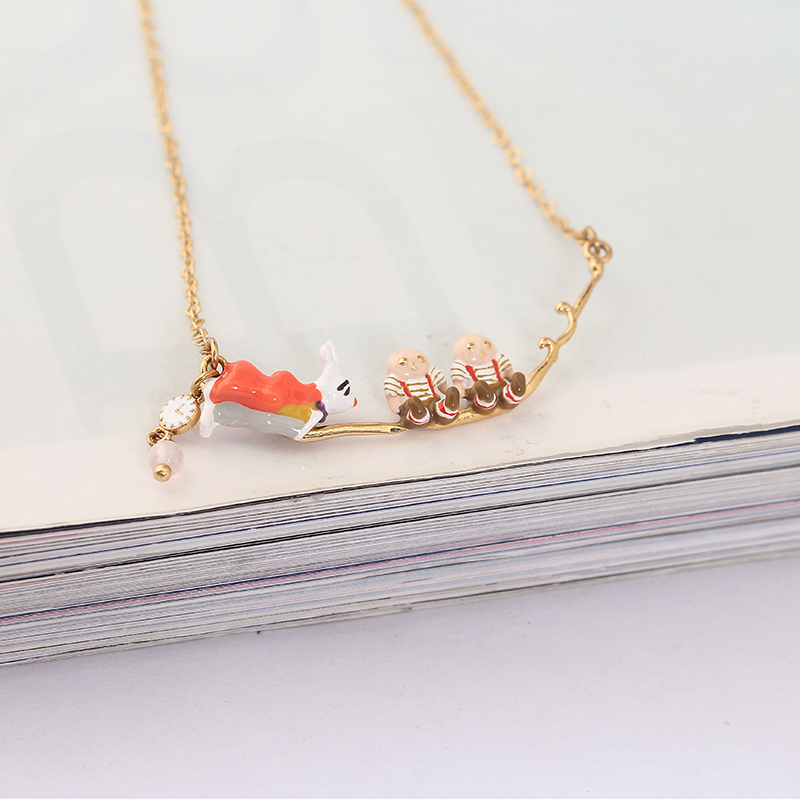 Juicy Grape New Romantic Alice Wonderland Series Rabbit Sir Terry Brother Necklace Clavicle Chain Women Fashion Charm Jewelry